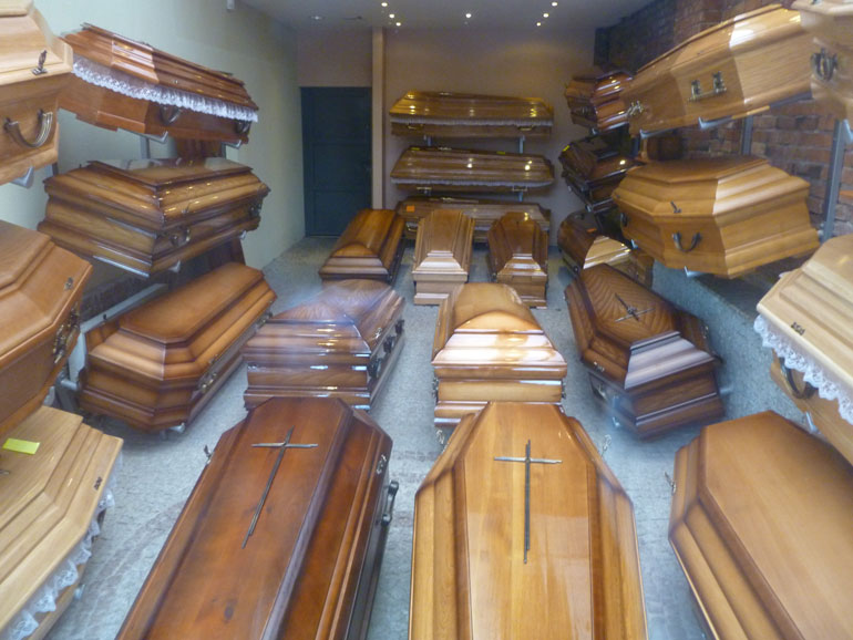 Coffin wall