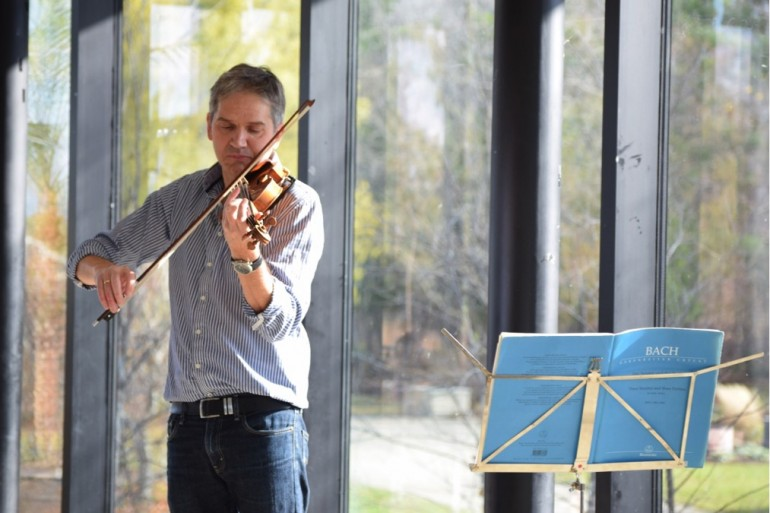 Humber professor Mark Whale gave a 20-minute performance of Bach's Violin Sonata No. 1 at North campus on Nov. 19. (Helena Shlapak)